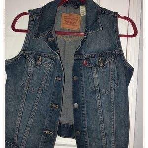 Authentic Levi's classic denim vest